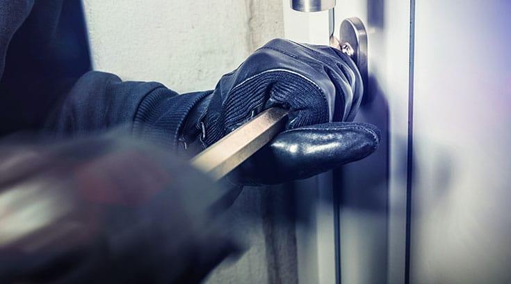Break-in-front-door-smart-locks